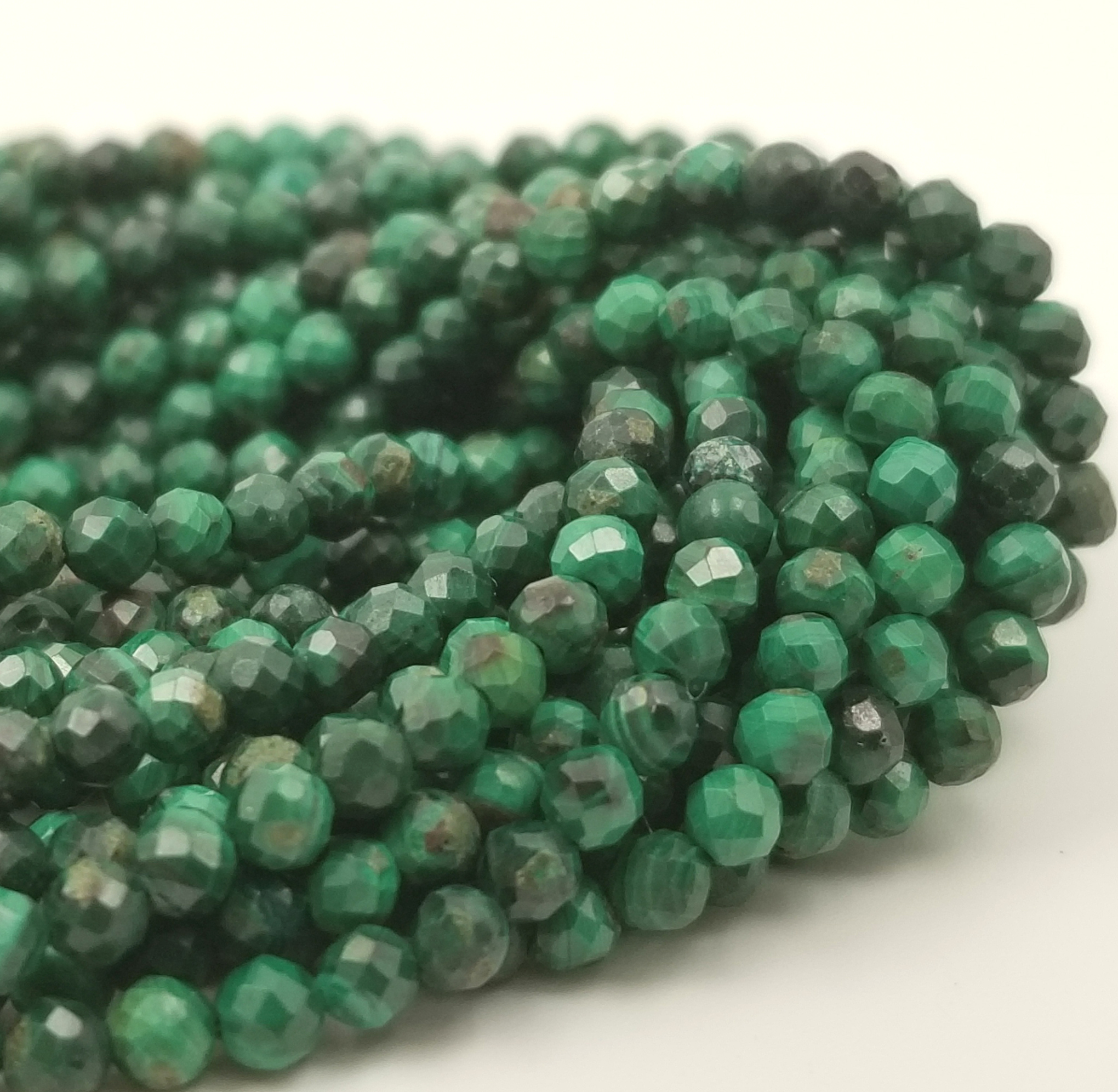 39 cm thread of malachite round beads in 468 mm natural stone